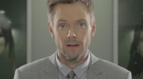Quand Joel McHale parodie le robot de Prometheus